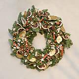 Dekorácie - Voňavý vianočný venček z jedličky - 8914438_