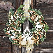 Dekorácie - Prírodný vianočný venček na dvere z jedličky - 8911758_