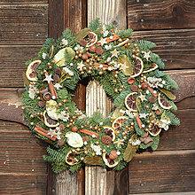 Dekorácie - Voňavý vianočný venček z jedličky - 8914392_