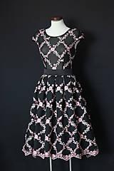 Šaty - Spoločenské šaty z vyšívaného tylu a elastickým živôtikom rôzne vzory - 8911967_