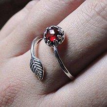Prstene - Simple Leaf Silver Gemstone Ring Ag925 / Strieborný prsteň s minerálom #0436 (Faceted Garnet Rhodolite / Granát rodolit) - 8916237_