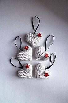 Dekorácie - Vianočné ozdoby | Srdiečka na zavesenie | veľké | Béžová | Svetlá | červená | drevená | kvetinka | sada 5ks - 8915462_