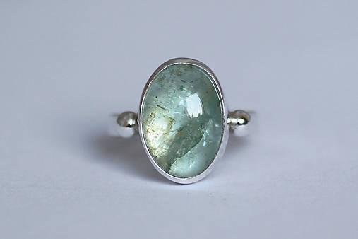 Strieborný minimalistický prsteň s akvamarínom - Aqua