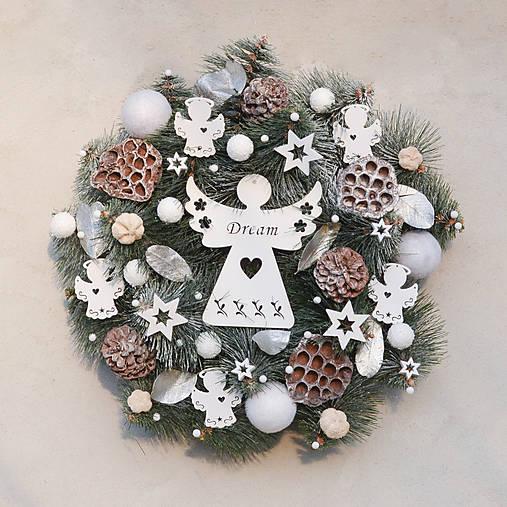 Vianočný veniec na dvere s anjelom