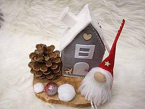 Dekorácie - Vianočný škriatok s domčekom. - 8917440_