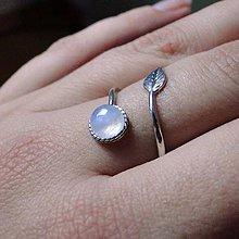 Prstene - Simple Leaf Silver Gemstone Ring Ag925 / Strieborný prsteň s minerálom (Vintage Moonstone / Mesačný kameň, patina) - 8919816_