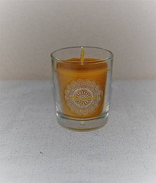 Svietidlá a sviečky - Sviečka z včelieho vosku v sklenom poháriku - 8922348_