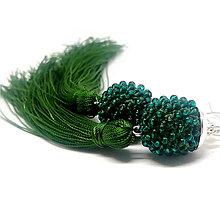 Náušnice - TASSEL smaragdovo zelená - dlhé náušnice so strapcom - 8918885_