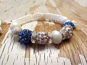 Náramky - AKCIA! elegantný náramok s korálkami (s modrými bočnými korálkami) - 8921532_