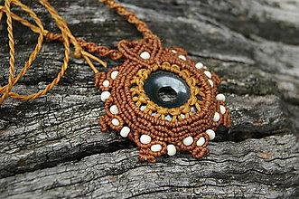 Náhrdelníky - Hematitové slnko (makramé prívesok, amulet, náhrdelník) - 8924343_