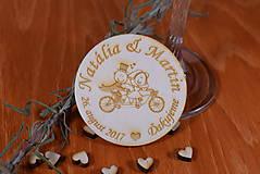 Gravírovaná drevená svadobná magnetka ako darček na redový tanec 110