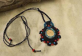 Náhrdelníky - Vesmírny amulet (makramé prívesok, náhrdelník, tribal) - 8926883_