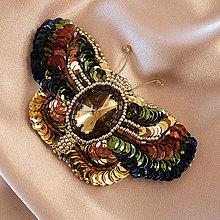 Odznaky/Brošne - Brošňa Motýľ z flitrov a korálkov - 8934417_
