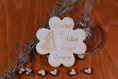 Gravírovaná drevená svadobná magnetka ako darček na redový tanec 113