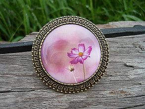 Odznaky/Brošne - !VÝPREDAJ! Romantická kvetina + darčeková krabička ako bonus - 8935168_
