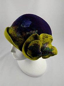 Čiapky - Vintage klobúk s kvetom, plstený z Merino vlny, fialovo-zelený - 8938283_