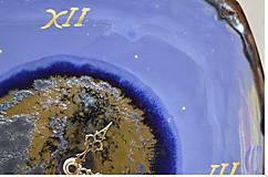 hodiny modro fialové