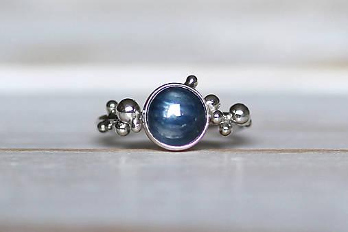 Strieborný ligotavý prsteň - Bokeh Kyanit