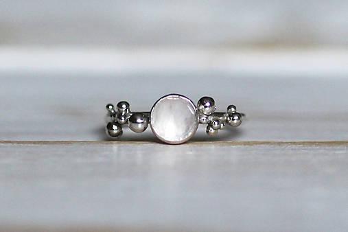 Strieborný ligotavý prsteň s ruženínom - Bokeh Rose