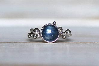 Prstene - Strieborný ligotavý prsteň - Bokeh Kyanit - 8939785_