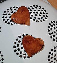 Odznaky/Brošne - Drevená brošňa - Malé srdiečko San Stefano, Sardínia - 8942285_
