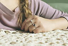 Prstene - Strieborný ligotavý prsteň s adulárom - Bokeh Moon - 8943218_