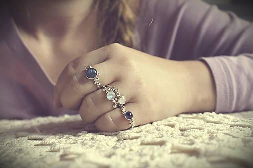 Strieborný/zlatý ligotavý prsteň s adulárom - Bokeh Moon