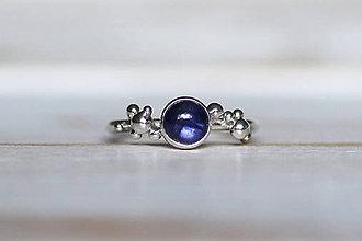 Prstene - Strieborný ligotavý prsteň - Bokeh Iolit - 8943320_