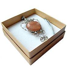 Náhrdelníky - Cínovaný prívesok - Mesačný kameň s korunkou - 8946962_