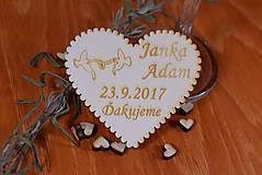 Gravírovaná drevená svadobná magnetka ako darček na redový tanec 116