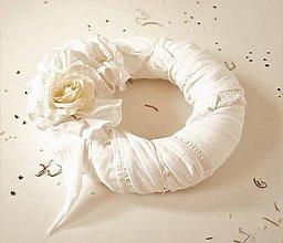 Dekorácie - Vintage veniec recy maslový s ružou - 8951372_