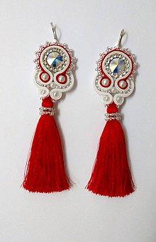 Náušnice - Luxusné červeno-biele šujtášové náušnice s červeným strapcom - 8951251_