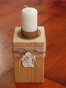 Svietidlá a sviečky - Drevený svietnik s jutou a dreveným anjelikom - 8949375_