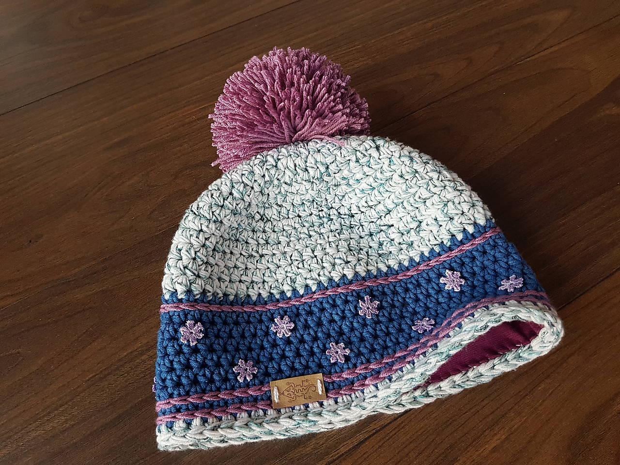 a8fe71ab6 ... Detské čiapky - Hackovana zimna ciapka s brmbolcom -  biela/modrá/fialová - 8948698_