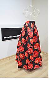 Sukne - MAXI saténová sukňa so vzorom veľkých kvetov - 8952499_