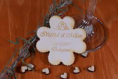 Gravírovaná drevená svadobná magnetka ako darček na redový tanec 117