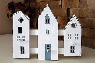 Dekorácie - Drevený vešiak - tri domčeky - 8956138_