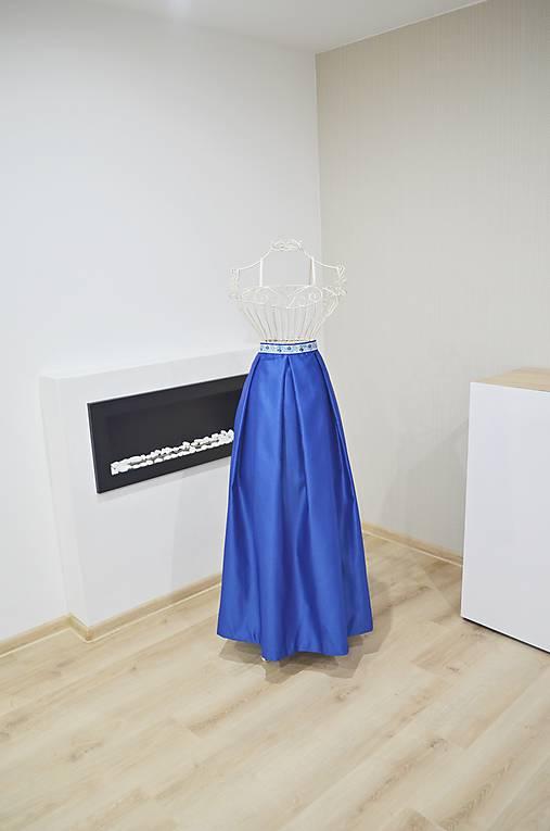 MAXI saténová sukňa (z polomatného saténu)