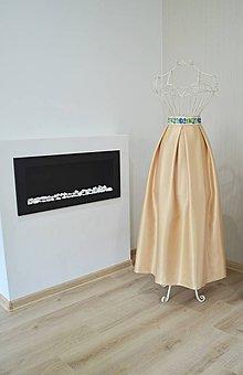 Sukne - MAXI saténová sukňa s folklórnym pásom - 8958257_