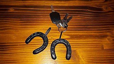 Kľúčenky - Podkovička kovová, prívesok na kľúče - 8958239_