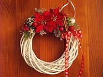 Dekorácie - Vianočný venček s vianočnými kvetmi - 8957547_