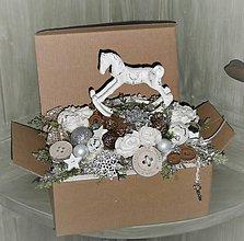 Dekorácie - Vianočná dekorácia shabby chic s koníkom - 8959979_