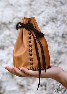 Peňaženky - Veľký kožený mešec (hnedý s čiernou šnúrkou) - 8962869_