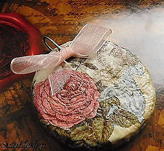 Náhrdelníky - vintage prívesok ruža - 8965916_