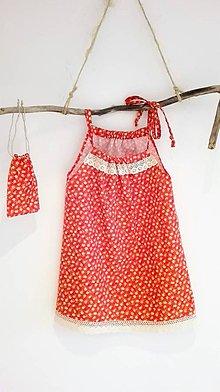 Detské oblečenie - Dievčenské bavlnené šaty s vreckom na tajomstvá- červené s kvietkom a krajkou - 8971727_