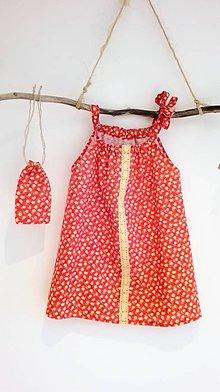 Detské oblečenie - Dievčenské bavlnené šaty s vreckom na tajomstvá- červené s kvietkom a krajkou - 8971729_