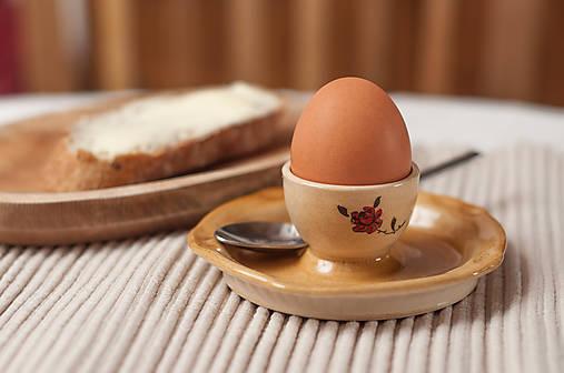Stojan na vajíčko s tanierikom