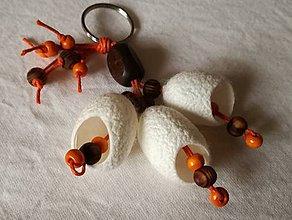 Kľúčenky - Oranžová kľúčenka z hodvábnych kokónov - 8978745_