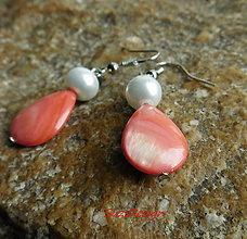 Náušnice - perleťové kvapky v lososovej - 8982714_