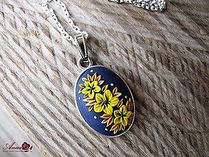 Náhrdelníky - Kvetinový prívesok s retiazkou - 8981594_